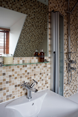 Click the thumbnails below to view gallery of this Bathroom