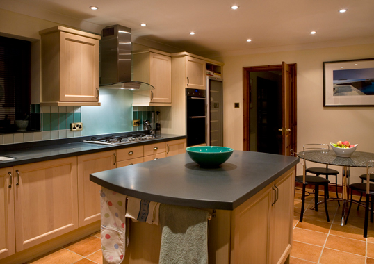 Click the thumbnails below to view gallery of this Kitchen