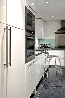 Click the thumbnails below to view gallery of this London Flat