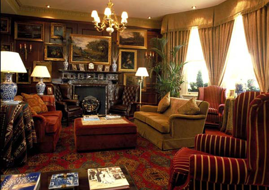 Victorian interior design used in a commercial hotel for Victorian house interior designs